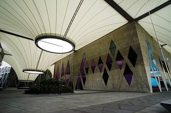 圖為:高雄自助婚紗推薦景點-大東藝術文化中心