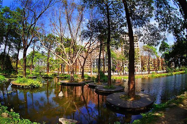 圖為:高雄自助婚紗推薦景點-大東公園