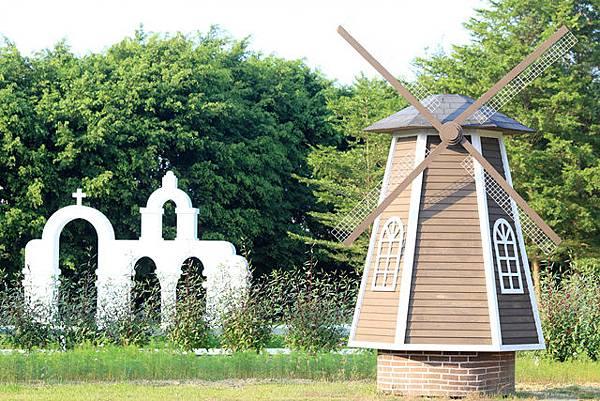 圖為:高雄自助婚紗推薦景點-荷蘭風車