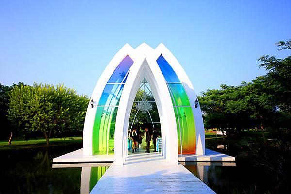 圖為:高雄自助婚紗推薦景點-彩虹教堂