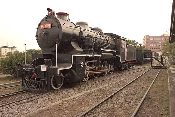 圖為:高雄自助婚紗推薦景點-鐵道博物館