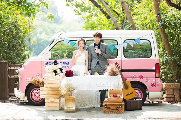 超可愛的高雄麵包車胖卡,搭配野餐主題風婚紗,真的超卡娃伊^^