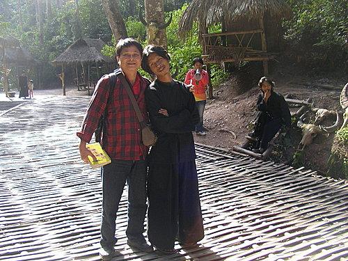 雲南寮國邊境的鳥人民族