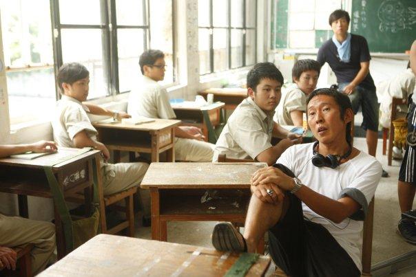 我國三那一年 我們學校最兇 最大條的那一個 他叫「茶壺」(台語) 跑來問我,