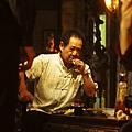 教父有個馬龍白蘭度  艋舺有個馬如龍白蘭度  令人尊敬的前輩 永遠早到 絕不喊累