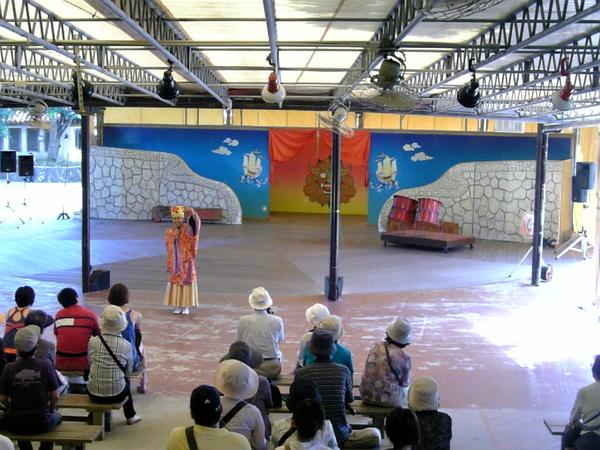 傳統歌舞表演