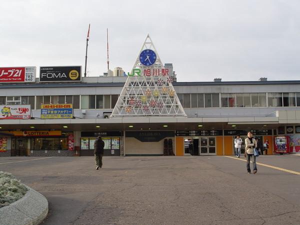 白天的旭川站