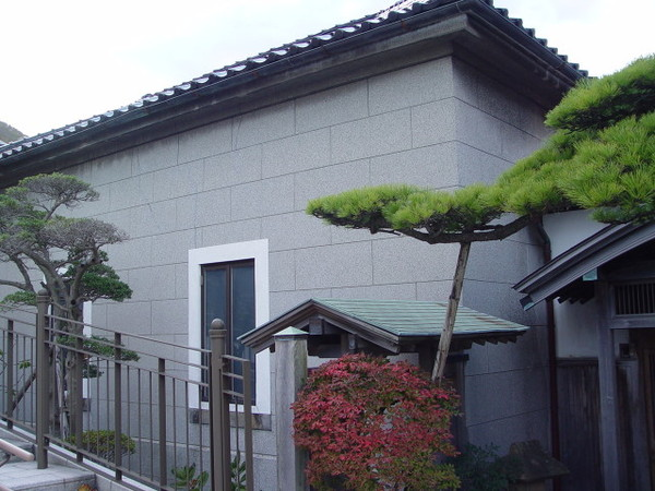 坡旁的建築