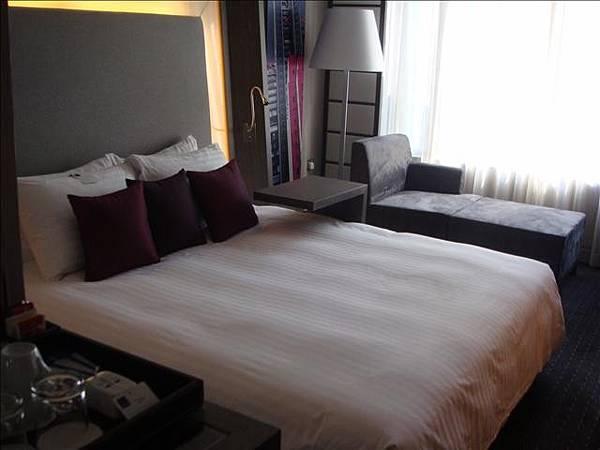 這是香港的飯店房間啦ㄎㄎ
