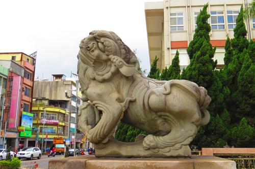 市議會前石獅子1