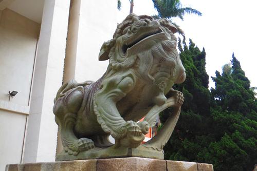 市議會前石獅子4