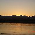 科羅拉多河-太陽快出來囉..才30多分鐘過去而已..