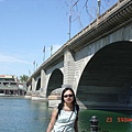 倫敦橋-將英國的倫敦橋一磚一石搬運過來..是當今價值最高的古董也是世界上最大的移動建築