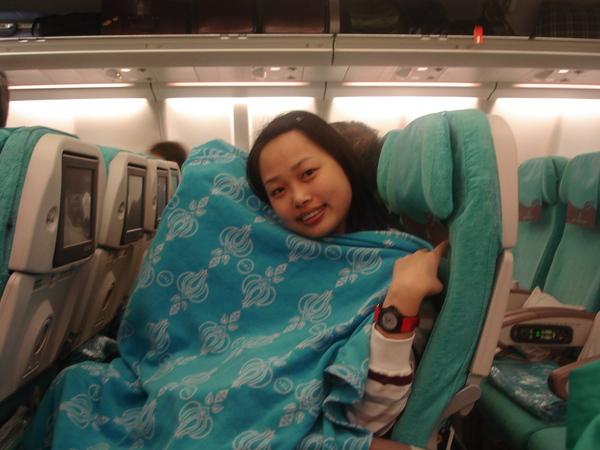 土耳其航空坐起來很讚..毯子上面還有鬱金香圖案..