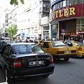 首都挺擁擠的..人多..車多..喇叭聲多..