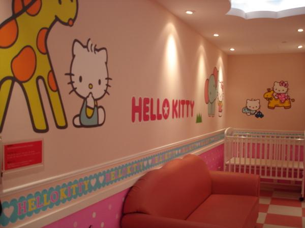 Day1~二期航廈的kitty育嬰室..整個很粉紅...