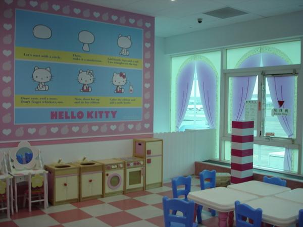 Day1~二期航廈kitty候機室的小孩遊戲區