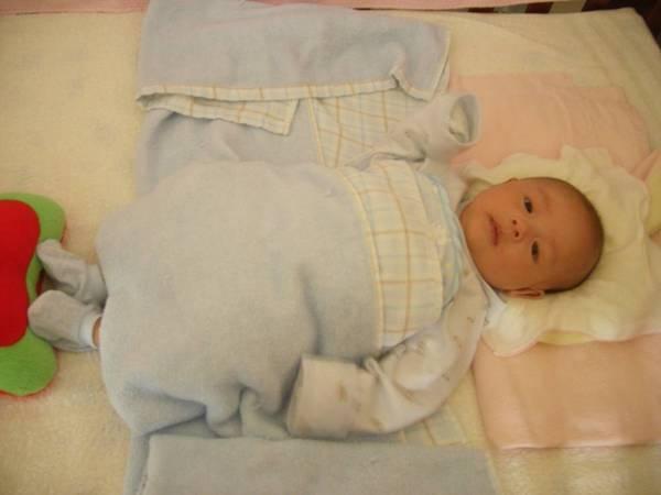 4/10-媽咪準備的ㄎㄨㄟ\腳草莓枕..舒服