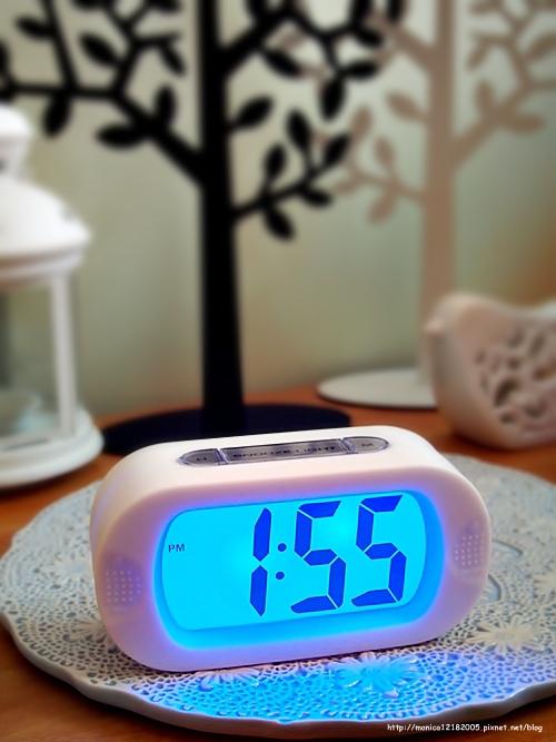 HOLA【彩色數字橢圓電子鐘(白)】-11-11