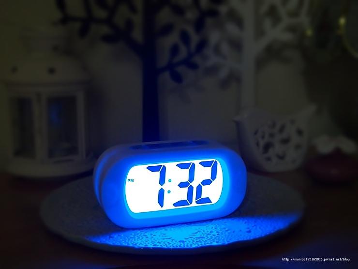HOLA【彩色數字橢圓電子鐘(白)】-23-23