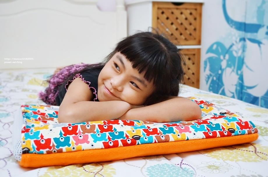 暖暖蜜蜂【兒童冬夏兩用3D竹炭纖維透氣枕套 科技乳膠枕心】-1-1.JPG