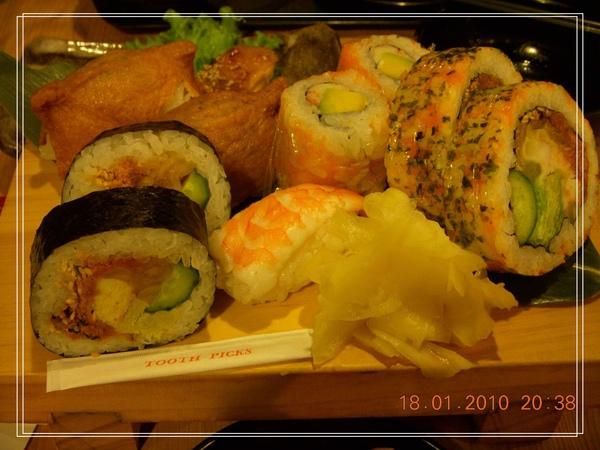 好大SIZE的壽司-3.jpg