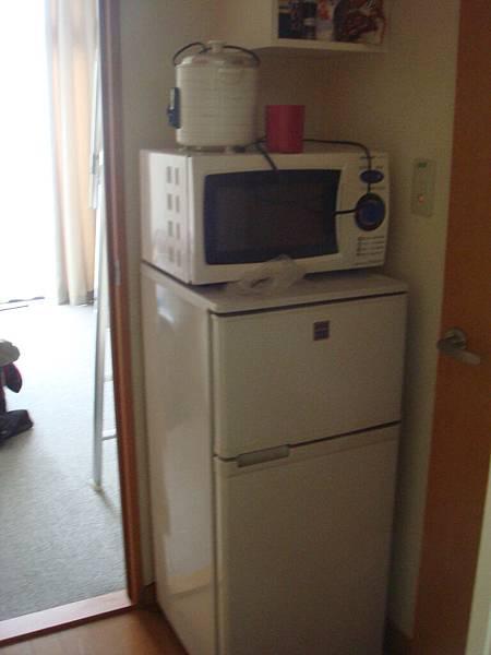 房間有附冰箱和微波爐