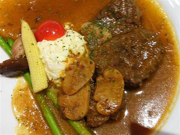 我點的「紅酒牛肉」,好吃,肉很嫩!