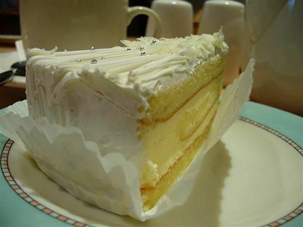 辛主委的法國蛋糕,上面還有亮晶晶喔,看起來是不是也很好吃呢?
