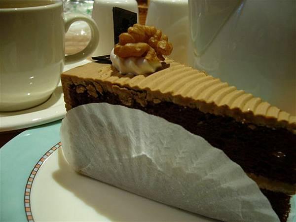 巧克力蛋糕!我的最愛~但是我去拿的時候已經沒看到了><