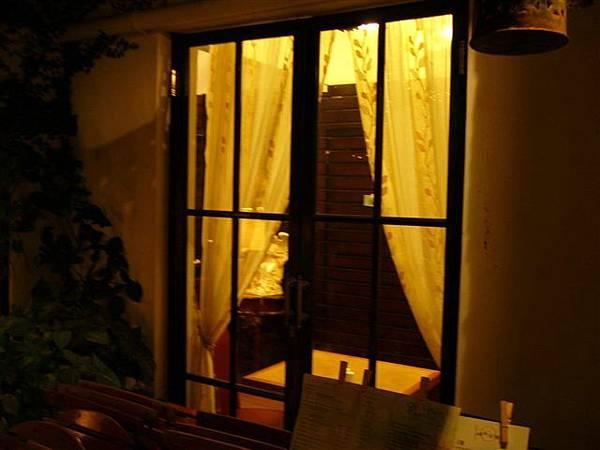 窗外偷拍,很可愛的窗吧