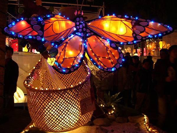 很精緻的蝴蝶花燈,五彩賓紛