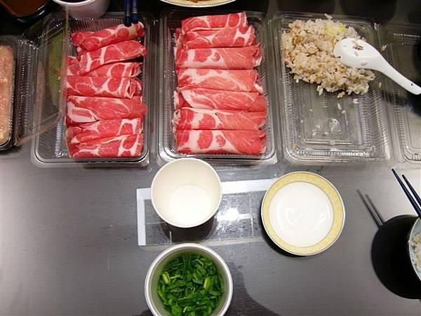 豬肉片和蔥花兒,紅配綠的畫面更讓人食欲大增