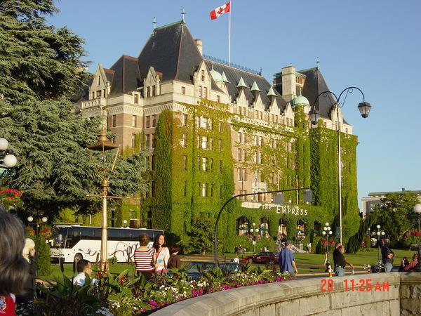 正對著維多利亞港的帝后城堡飯店Fairmont Empress Hotel--享有英國女皇指定入住之尊榮