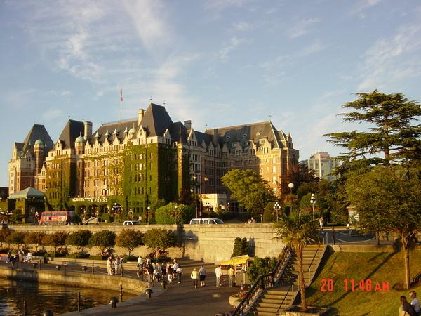 帝后城堡也是來到加拿大的第一夜所入住的飯店