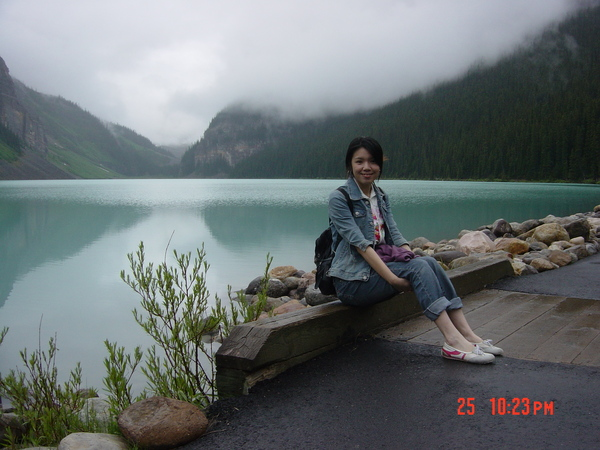 清晨矇矓的露易絲湖