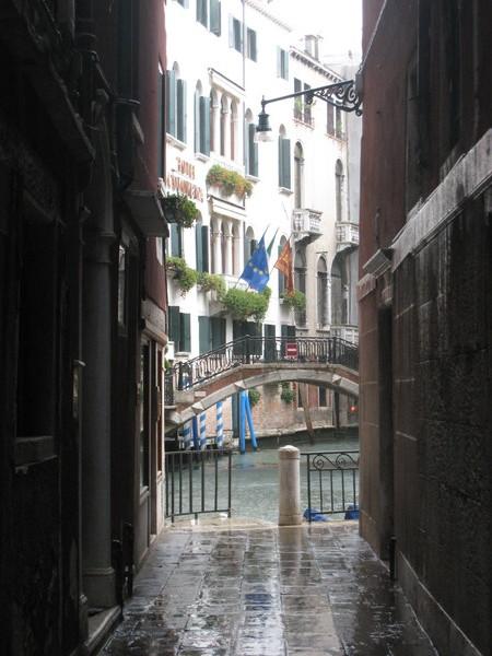 在這條巷子裡的小餐廳用中餐,巷子尾別有洞天