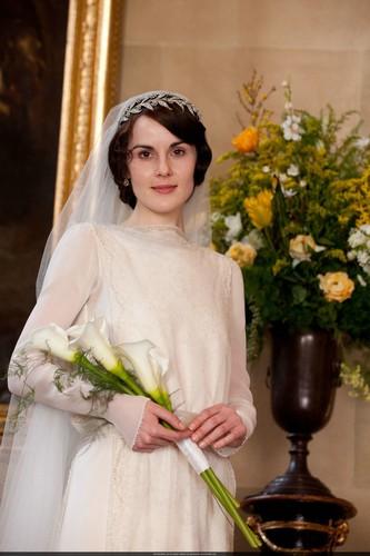 Mary-and-Matthews-Wedding-lady-mary-crawley-32437998-333-500