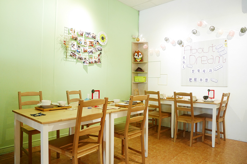nomadscafe05.jpg