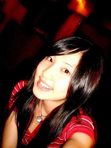 燦爛紅衣女孩