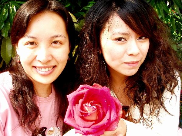 我表姊+我表妹 可是一個是小姑姑的小孩 一個是二姑姑 懂了嗎