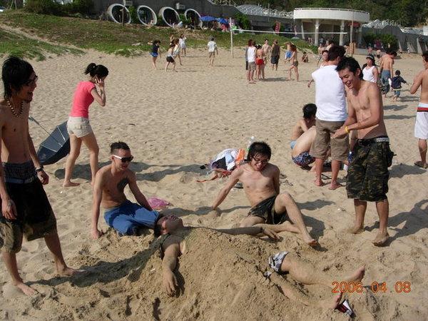 一群瞎子在玩沙子