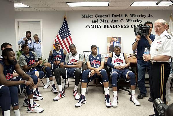 1024px-2012_USA_basketball_team