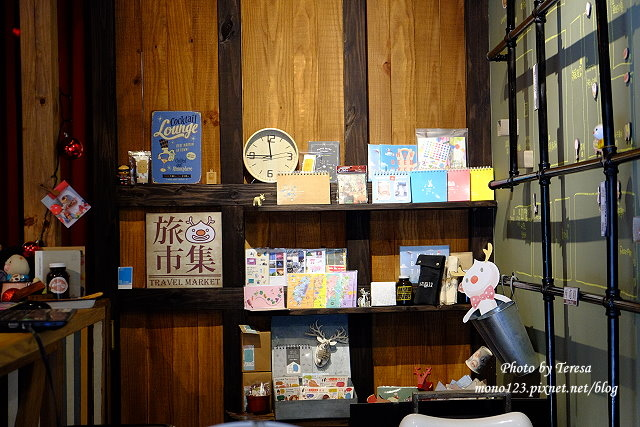 1437664759 3931915860 - 【台中逢甲】mini mapper.逢甲夜市裡韓系小酒館,色彩繽紛的百元調酒帶著喝,微醺的夜晚更微醺了