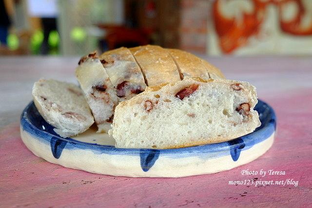 1438097648 2771350262 - 【台中神岡】田中間豬室繪社.廢棄豬舍改造的藝術、休閒和飲食空間,鬆軟的麵包好好吃