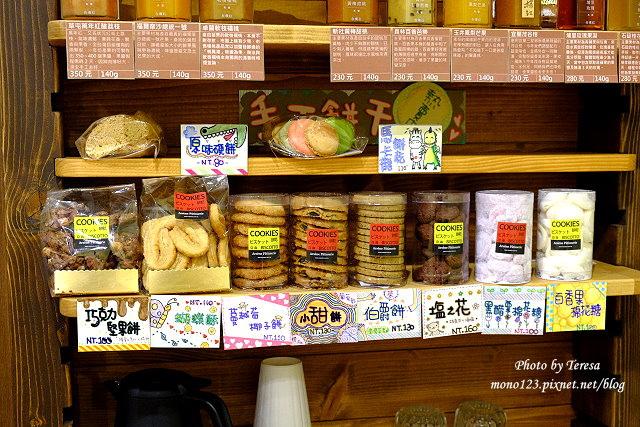 1438964750 946582202 - 【台中東勢】喬巴咖啡.東勢小鎮裡溫馨小巧的咖啡館,有咖啡還有精釀啤酒、巧克力、莫凡比冰淇淋和好吃的鹹派