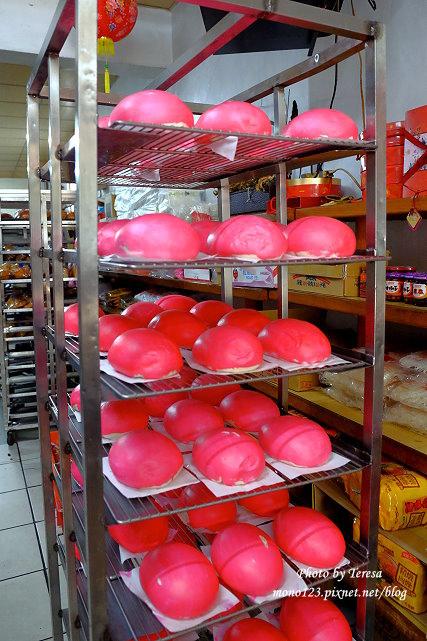 1441816357 3873908683 - 【東勢烘焙坊】美天蛋糕麵包店.老店新創意,偽裝成西瓜、奇異果的小月餅,相似度百分百,送禮自用兩相宜