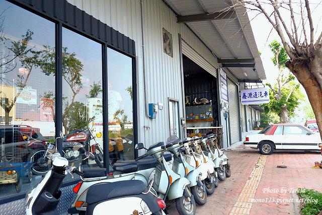 1444057014 1960959215 - 神岡咖啡│BAKKU Garage 老車車庫.一群熱愛偉士牌的車友所打造的休憩空間,販售的除了配備、飲料,還有濃濃的人情味