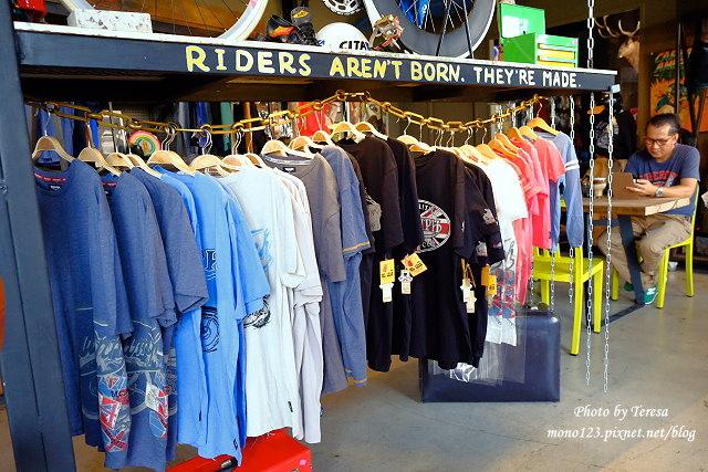 1444057029 4166271932 - 神岡咖啡│BAKKU Garage 老車車庫.一群熱愛偉士牌的車友所打造的休憩空間,販售的除了配備、飲料,還有濃濃的人情味