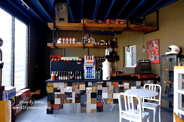 1444057046 1392708139 - 神岡咖啡│BAKKU Garage 老車車庫.一群熱愛偉士牌的車友所打造的休憩空間,販售的除了配備、飲料,還有濃濃的人情味